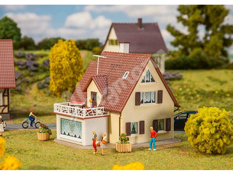 Einfamilienhaus faller h0 1 87 modell bausatz faller 131303 for Einfamilienhaus modelle